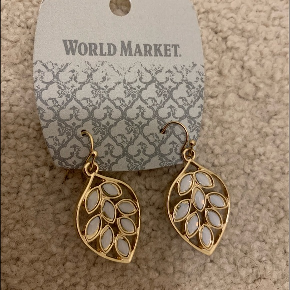 358043e8ff05b New World Market earrings NWT